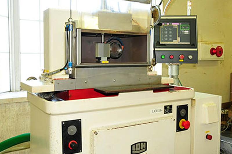 加工機器、検査装置